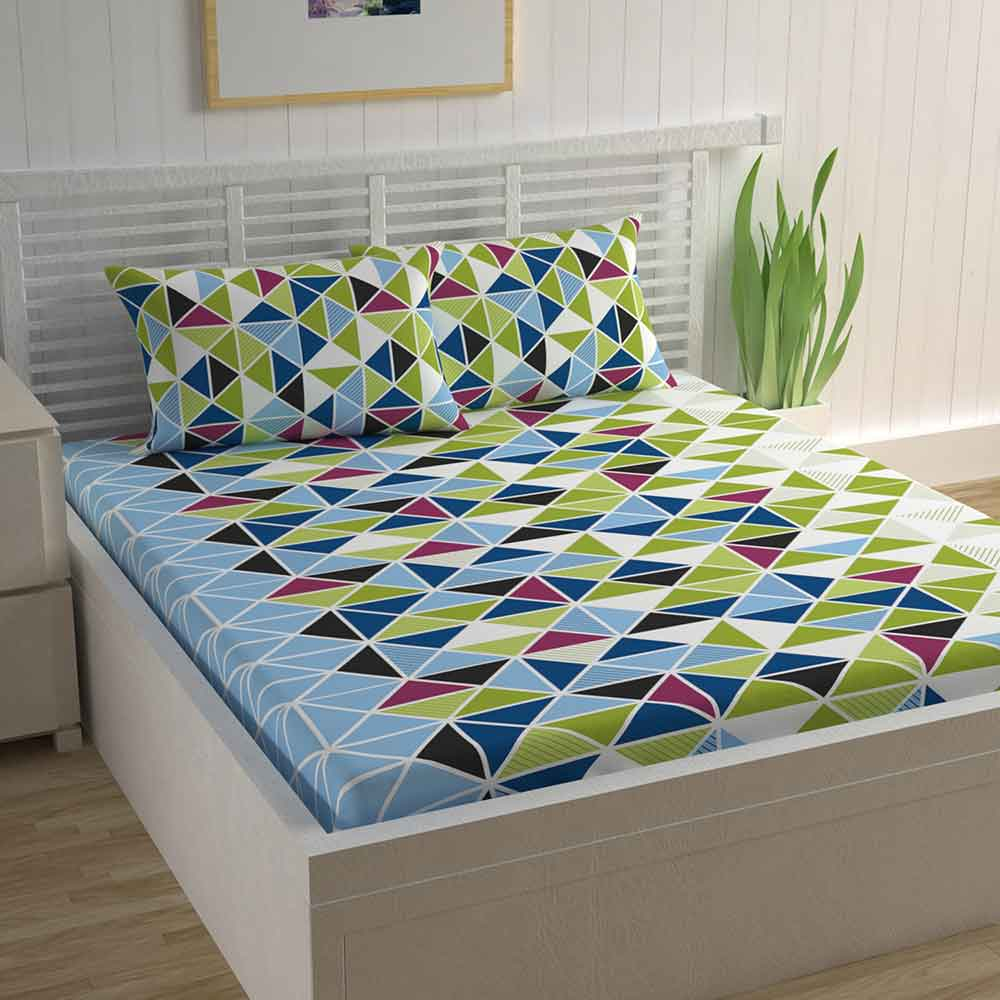 Divine Casa Magic 104 TC Cotton Double Bedsheet with 2 Pillow Covers – Geometric, Triangle Green